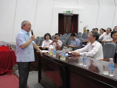 GS Trần Văn Nhung phát biểu tại buổi tập huấn