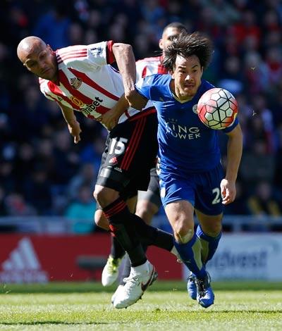 Okazaki - người hùng thầm lặng trong chức vô địch Anh của Leicester Ảnh: REUTERS