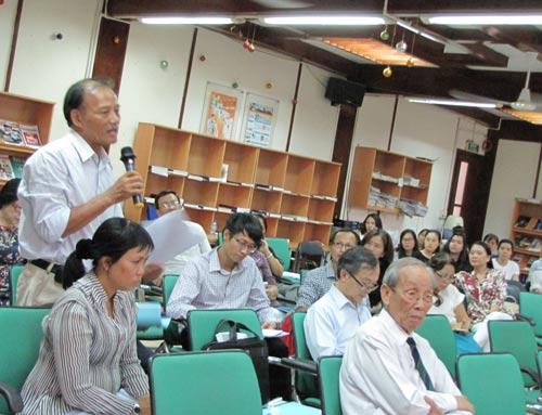 Các đại biểu phát biểu tại hội thảo
