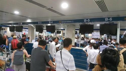 Màn hình sân bay Tân Sơn Nhân phải tắt sau cuộc tấn công của tin tặc chiều 29-7. Ảnh: Facebook