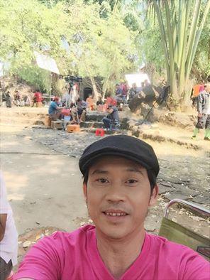 Danh hài Hoài Linh vẫn đang tất bật đóng phim. Ảnh: Facebook