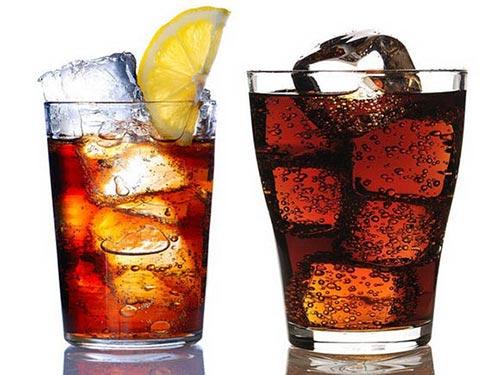 Khảo sát cho thấy người dùng nước ngọt hằng ngày có mỡ nội tạng nhiều hơn người không dùng 27%. Ảnh: HEALTHDAY NEWS