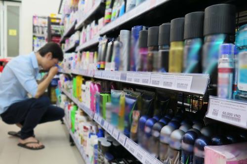 Các sản phẩm khử mùi thường gây ngộ nhận đối với người tiêu dùng Ảnh: HOÀNG TRIỀU