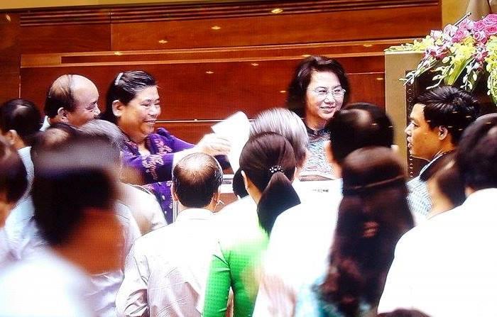Các ĐBQH tiến hành bỏ phiếu kín chiều 21-7