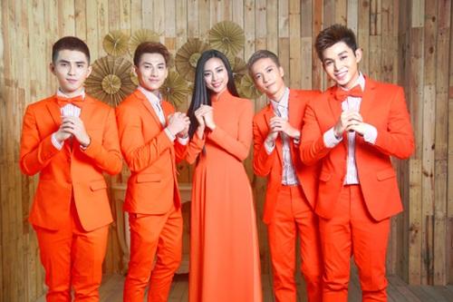 Nhóm hát 365 và quản lý Ngô Thanh Vân