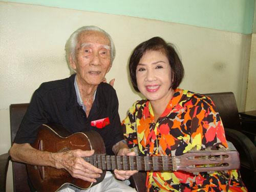NSND Viễn Châu luôn được các thế hệ nghệ sĩ quý trọng, thương yêu và NSND Lệ Thủy là một trong số đó