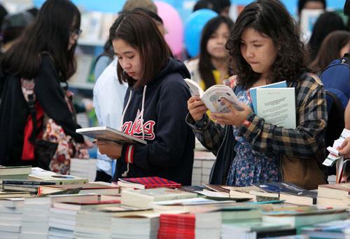 Sách in có sức tiêu thụ vượt trội so với sách điện tửẢnh: Hoàng Triều