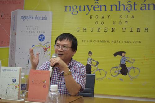 Nhà văn Nguyễn Nhật Ánh trong buổi giới thiệu tác phẩm mới của mình
