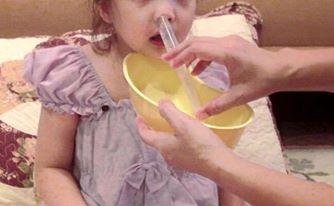 Rửa mũi cho trẻ - Ảnh minh họa