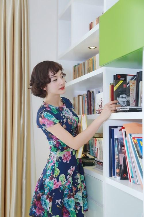 Nữ diễn viên rất thích kệ sách, đây là nơi giúp cô giải tỏa mọi stress.