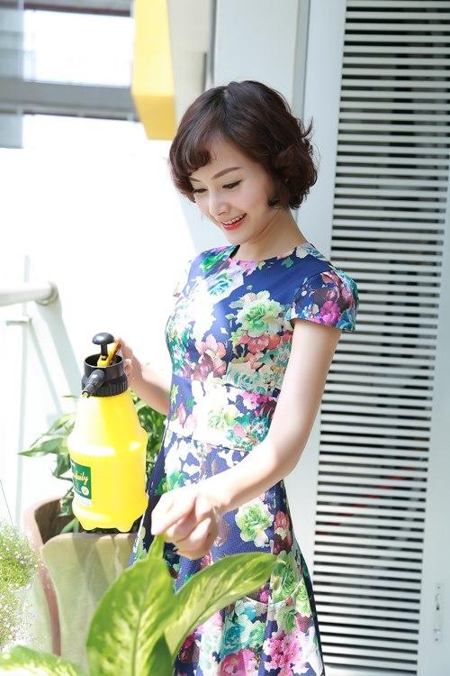 Căn hộ bé nhỏ nhưng cô vẫn trồng cây và chăm sóc chúng mỗi ngày.