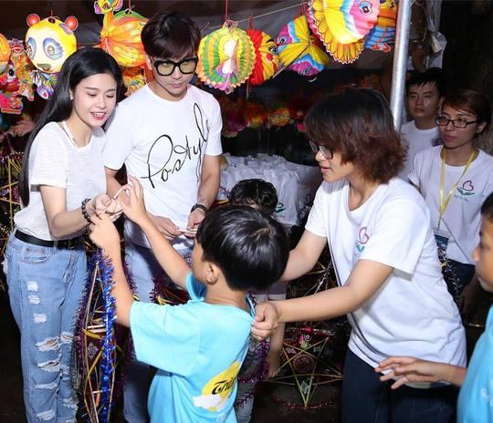 Nữ diễn viên Trương Quỳnh Anh và ca sĩ Tim sóng đôi từ thiện