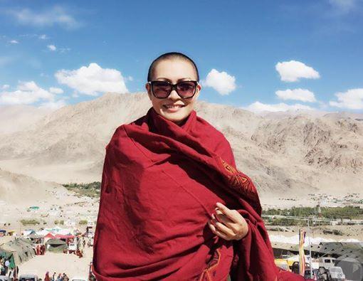 Nữ ca sĩ Phương Thanh xuống tóc ở Ấn Độ