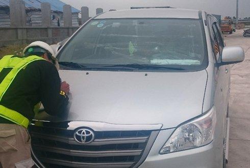 Xe ô tô bị ném đá trên cao tốc Hà Nội-Hải Phòng - Ảnh Ban quản lý Cao tốc Hà Nội – Hải Phòng cung cấp