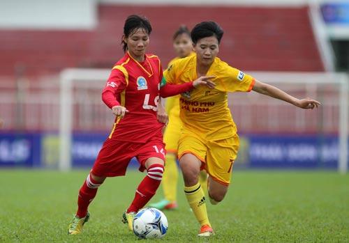 TP HCM 1 (trái) chưa thắng được Phong Phú Hà Nam ở mùa này