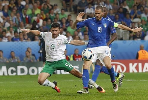 Trung vệ Bonucci, một trong 3 chốt chặn vững chắc ở trung tâm hàng thủ đội Ý Ảnh: REUTERS