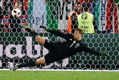 Với thủ môn Neuer, Đức rất khó bị đánh bại dù phải đối đầu chủ nhà rạng sáng 8-7 Ảnh: REUTERS
