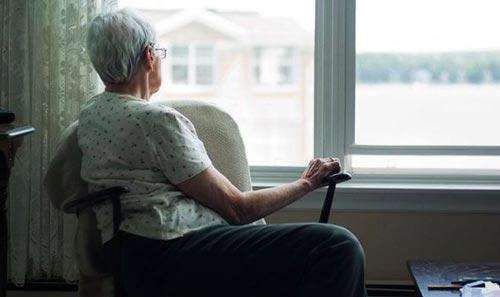 Sự cô đơn đe dọa không ít đến sức khỏe con người Ảnh: ALAMY