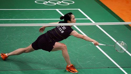 Vũ Thị Trang trong trận thua Nozomi Okuhara tối 12-8 Ảnh: REUTERS