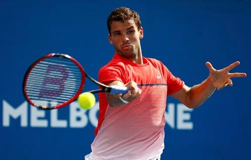 Dimitrov sẽ phải nỗ lực gấp bội mới lật đổ được Federer. Ảnh: REUTERS