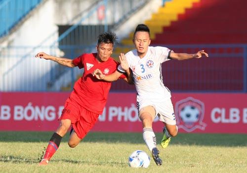 Đội đầu bảng Hải Phòng (trái) thua SHB Đà Nẵng 0-3 ngay trên sân nhà Lạch Tray Ảnh: HẢI ANH