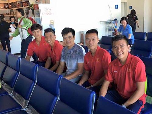 Các tay vợt Việt Nam lên đường sang Indonesia dự vòng loại Davis Cup