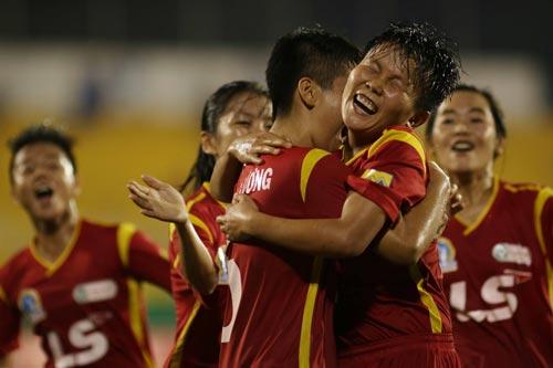 Niềm vui của các cầu thủ TP HCM 1 sau chiến thắng