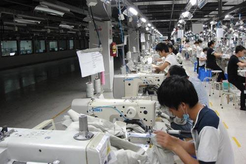 Tập đoàn TAL (Canada) có kế hoạch đóng cửa nhà máy may mặc tại miền Nam Trung Quốc (ảnh) vào năm 2016 và chuyển sản xuất sang Việt Nam Ảnh: THE WALL STREET JOURNAL