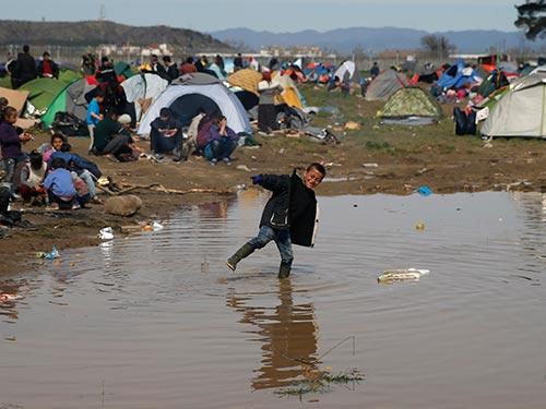 Tương lai hàng ngàn di dân tại biên giới Hy Lạp - Macedonia vẫn bất định Ảnh: REUTERS