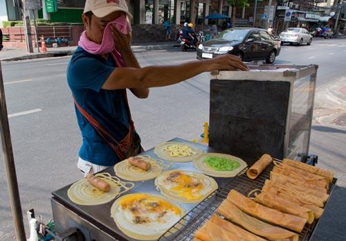 Nắng nóng đang ảnh hưởng đến cuộc sống của người dân thủ đô Bangkok - Thái Lan Ảnh: AP