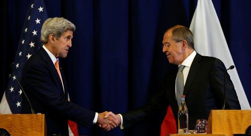 Ngoại trưởng Mỹ John Kerry (trái) và người đồng cấp Nga Sergei Lavrov tại cuộc họp báo ở Geneva hôm 9-9 Ảnh: REUTERS
