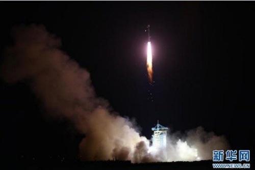 Tên lửa Trường Chinh 2D mang vệ tinh QUESS được phóng hôm 16-8 Ảnh: THX