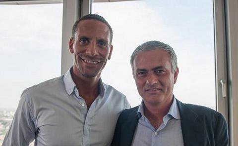 Rio Ferdinand chúc mừng HLV Mourinho đến với M.U