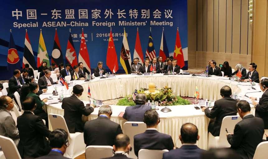 Hội nghị Ngoại trưởng Trung Quốc – ASEAN 2016 diễn ra ở TP Côn Minh mới đây cũng gây nhiều chú ý về chuyện tuyên bố chung. Ảnh: CHINA DAILY