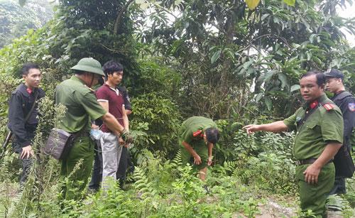 Sáng ngày 6-9, Tẩn Láo Lở thực nghiệm lại hiện trường - Ảnh: Vietnamnet