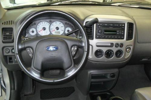 Ford Escape 3.0 - 'ông vua' mất giá tại Việt Nam