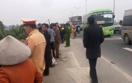 Lực lượng công an tới hiện trường xử lý vụ tai nạn.