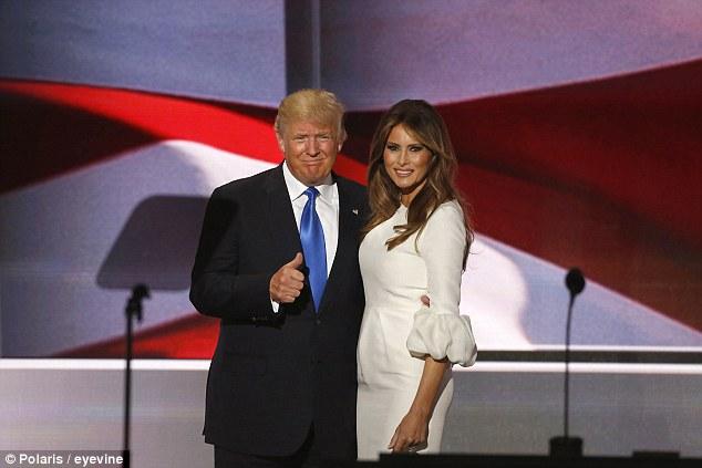 Trông Trump vẫn dành rất nhiều lời khen cho bài phát biểu của vợ. Ảnh: Daily Mail