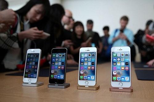 iPhone SE chỉ là một chiếc iPhone 5S già cỗi với phần cứng của iPhone 6S - Ảnh: AFP