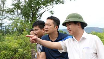 Đại tá Lê Văn Sao - Giám đốc CA tỉnh trực tiếp chỉ đạo công tác tìm kiếm tung tích nạn nhân.