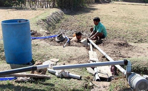 Thiếu nước nghiêm trọng khiến người dân ở thôn Khánh Tân chật vật tìm nguồn nước