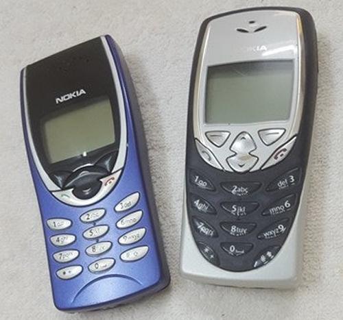 Nokia 8210 và 8310 được anh Khanh cất giữ khá kỹ.