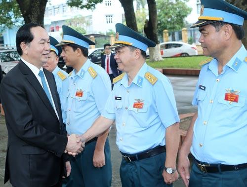 Chủ Tịch Nước Trần Đại Quang Với Cán Bộ, Chiến Sĩ Trực Chỉ Huy Sẵn