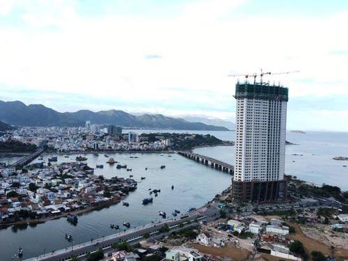 Công trình Tổ hợp khách sạn căn hộ cao cấp Mường Thanh Khánh Hòa đang xây dựng tầng thứ 43