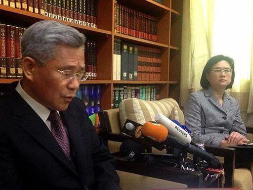 Ông Michael Hsu, tổng giám đốc của cơ quan ngoại giao thuộc MOFA, và phát ngôn viên Eleanor Wang. Ảnh: focus taiwan