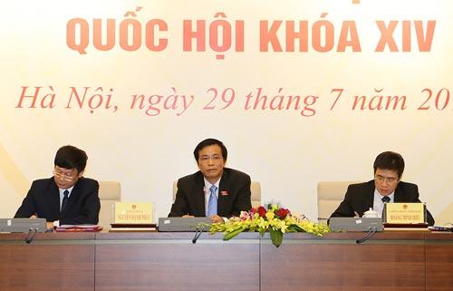 Tổng Thư ký Quốc hội Nguyễn Hạnh Phúc chủ trì buổi họp báo công bố kết quả kỳ họp thứ nhất, Quốc hội khóa XIV vào chiều 29-7 Ảnh: TTXVN