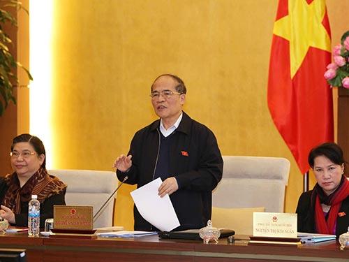 Chủ tịch Quốc hội Nguyễn Sinh Hùng kết luận tại phiên bế mạc phiên họp thứ 45 của Ủy ban Thường vụ Quốc hội Ảnh: TTXVN