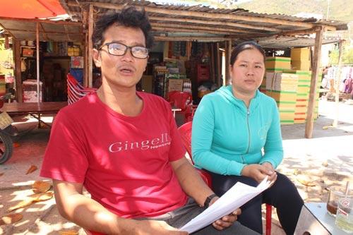 Vợ chồng ông Trần Khắc Thạch ở tỉnh Khánh Hòa trắng tay sau vụ tàu lạ tông chìm tàu Ảnh: KỲ NAM
