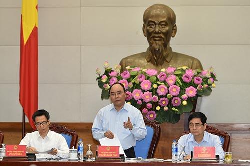 Thủ tướng Nguyễn Xuân Phúc chủ trì Hội nghị trực tuyến toàn quốc về tăng cường công tác bảo đảm vệ sinh an toàn thực phẩm vào sáng 27-4