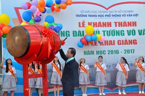 Trường THPT Võ Văn Kiệt (quận 8, TP HCM) tổ chức lễ khai giảng sớm Ảnh: TẤN THẠNH
